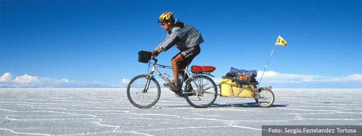Sergio Fernández recorre el desierto de Atacama con su remolque