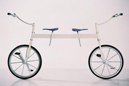 By-cicle, una bicicleta-monociclo para trabajar la compenetración. Aquí puedes ver cómo funciona