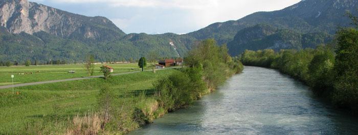 Carril al lado del Rhin