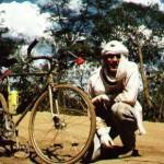 Brasil – Estado de Maranhao – 02-08-1993<br /><br /><br /><br /><br /><br /><br /><br /><br /> En la pista de tierra de Floriano hasta Sao Joao dos Patos, haciendo un alto en el camino para descansar y tranquilizarme ya que horas antes se me había roto el portaequipajes y tenía que ir con la bolsa más grande colgada a la espalda de una cuerda que se me clavaba con sarna en los hombros y el pecho.