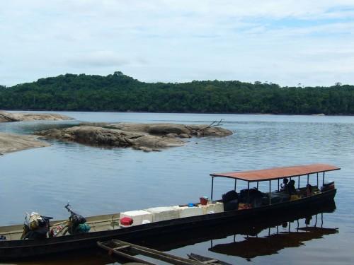 En barco por los ríos amazónicos