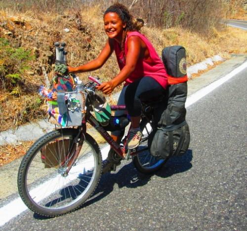 Querer es poder: viajando con una bici de 30 dólares y todo el material reciclado o artesanal :)