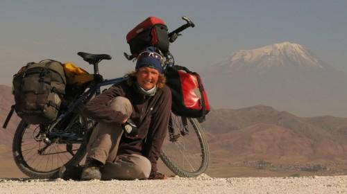 Heike Pirngruber está contando su viaje por Asia en www.pushbikegirl.com