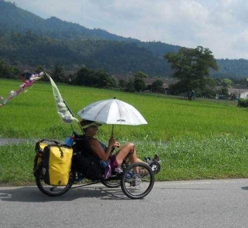 Bag Lady, Kathryn Mossbrook Zimmerman, tiene 64 años y ya lleva unos cuantos kilómetros recorridos en su trike. Genial dama (http://www.thebaglady07.blogspot.com.es/)