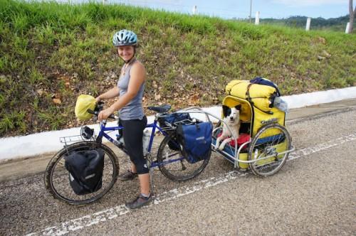 Trisha Bessert está recorriendo las Américas con su perra Ceiba (http://www.crazyguyonabike.com/cyclingwithceiba)